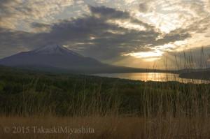 山梨県 富士山と山中湖3